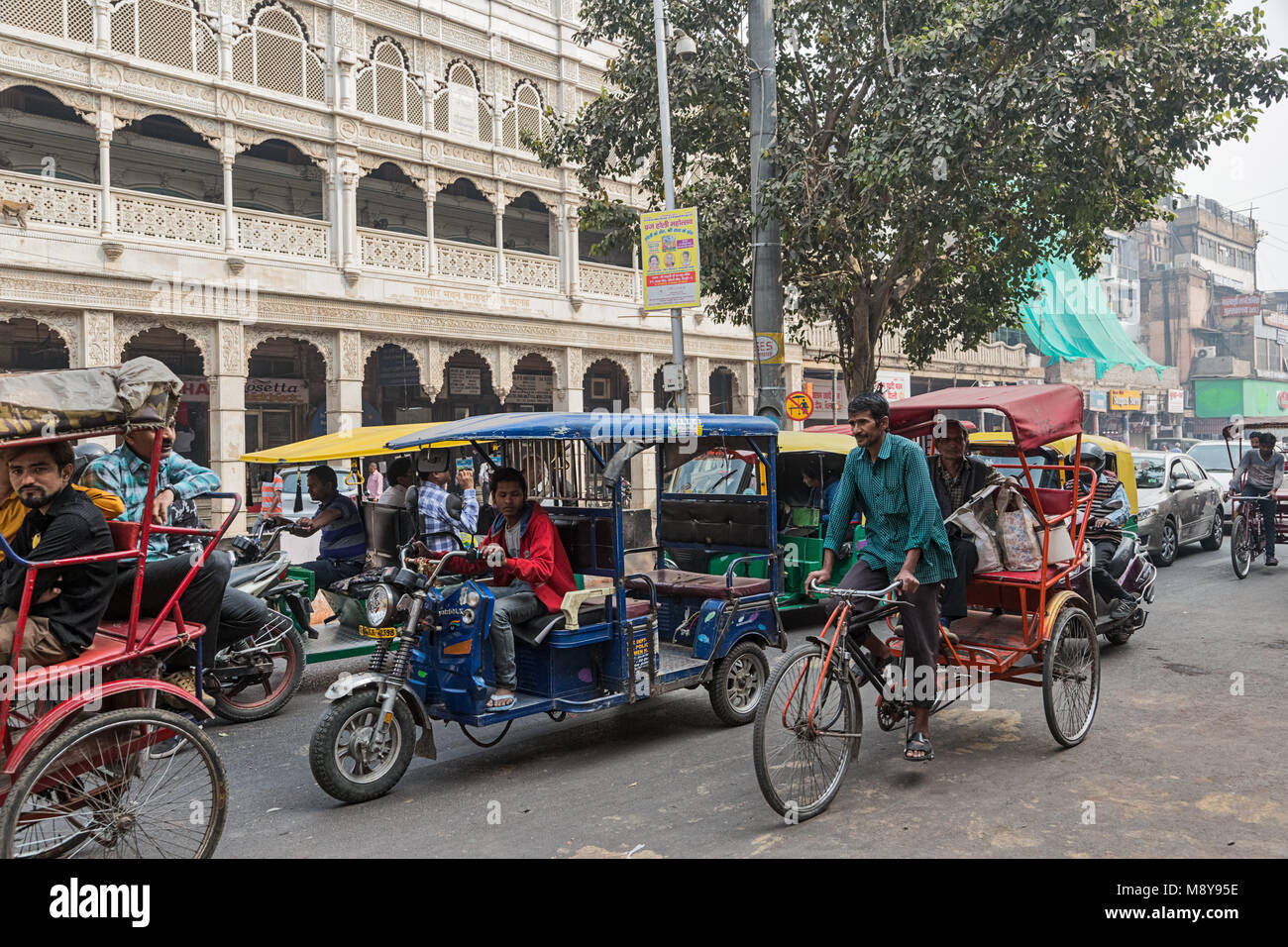 Tuk tuks in the street - Delhi - Stock Image