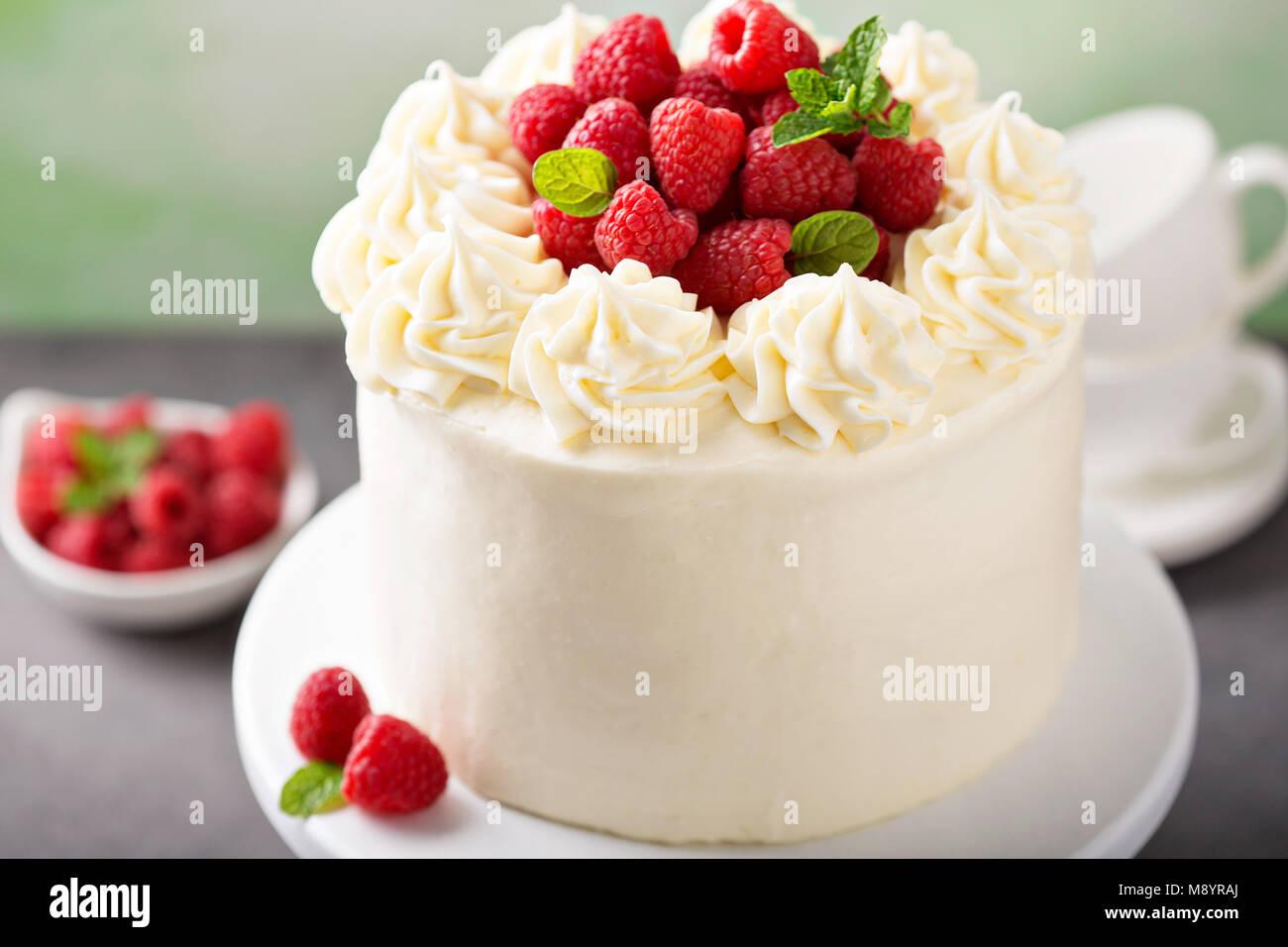Vanilla raspberry cake with white frosting - Stock Image