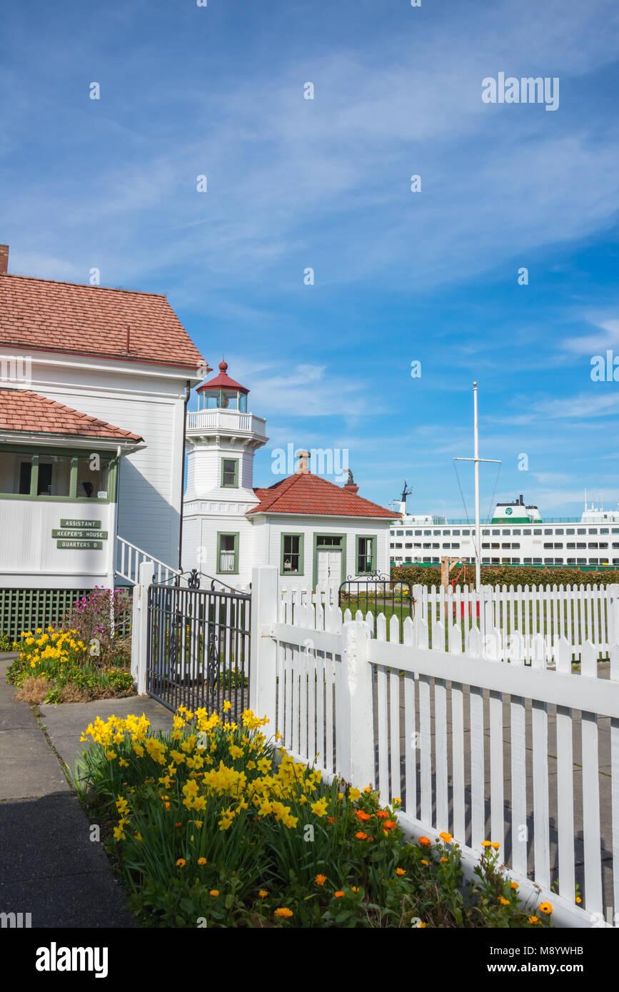 Mukilteo Lighthouse, Keepers House,  Washington State Ferry. Vertical. - Stock Image