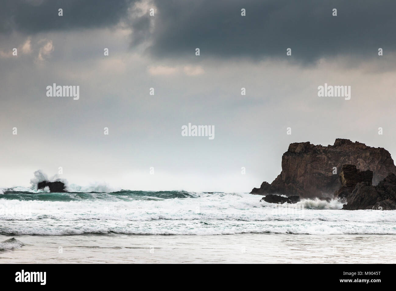 Atlantic waves at Mangursta beach on the Isle of Lewis in the Outer Hebrides. - Stock Image