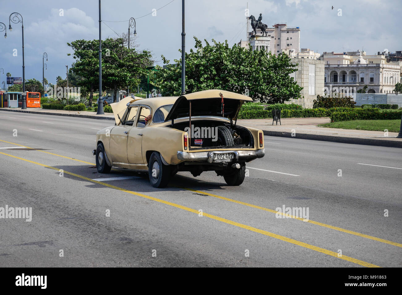 Broken down Cuban car with hood and trunk open close to The Malecon, Havana, Cuba - Stock Image