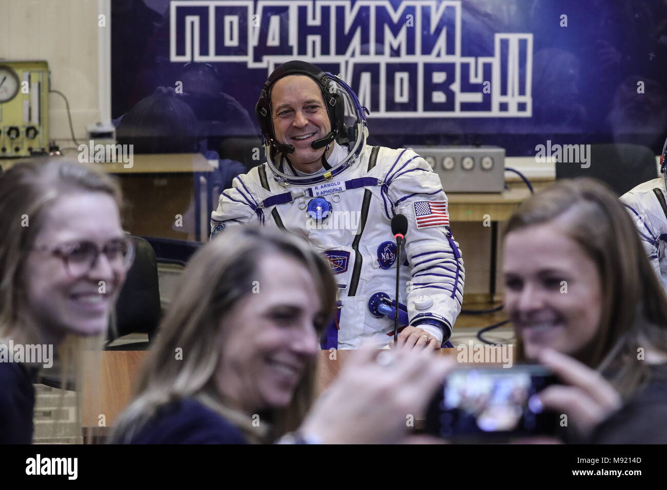 Baikonur Cosmodrome, Kazakhstan. 21st Mar, 2018. BAIKONUR, KAZAKHSTAN - MARCH 21, 2018: ISS Expedition 55/56 main crew member, NASA astronaut Richard Arnold, poses for a photo with his family through a safety glass before a launch to the International Space Station. The launch of a Soyuz-FG rocket booster carrying the Soyuz MS-08 spacecraft to the ISS from the Baikonur Cosmodrome is scheduled for March 21, 2018 at 20:44 Moscow time. Sergei Savostyanov/TASS Credit: ITAR-TASS News Agency/Alamy Live News - Stock Image