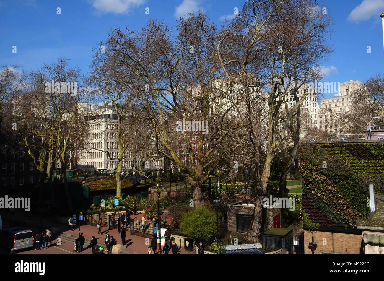 Victoria Embankment Snow London Stock Photos & Victoria Embankment ...