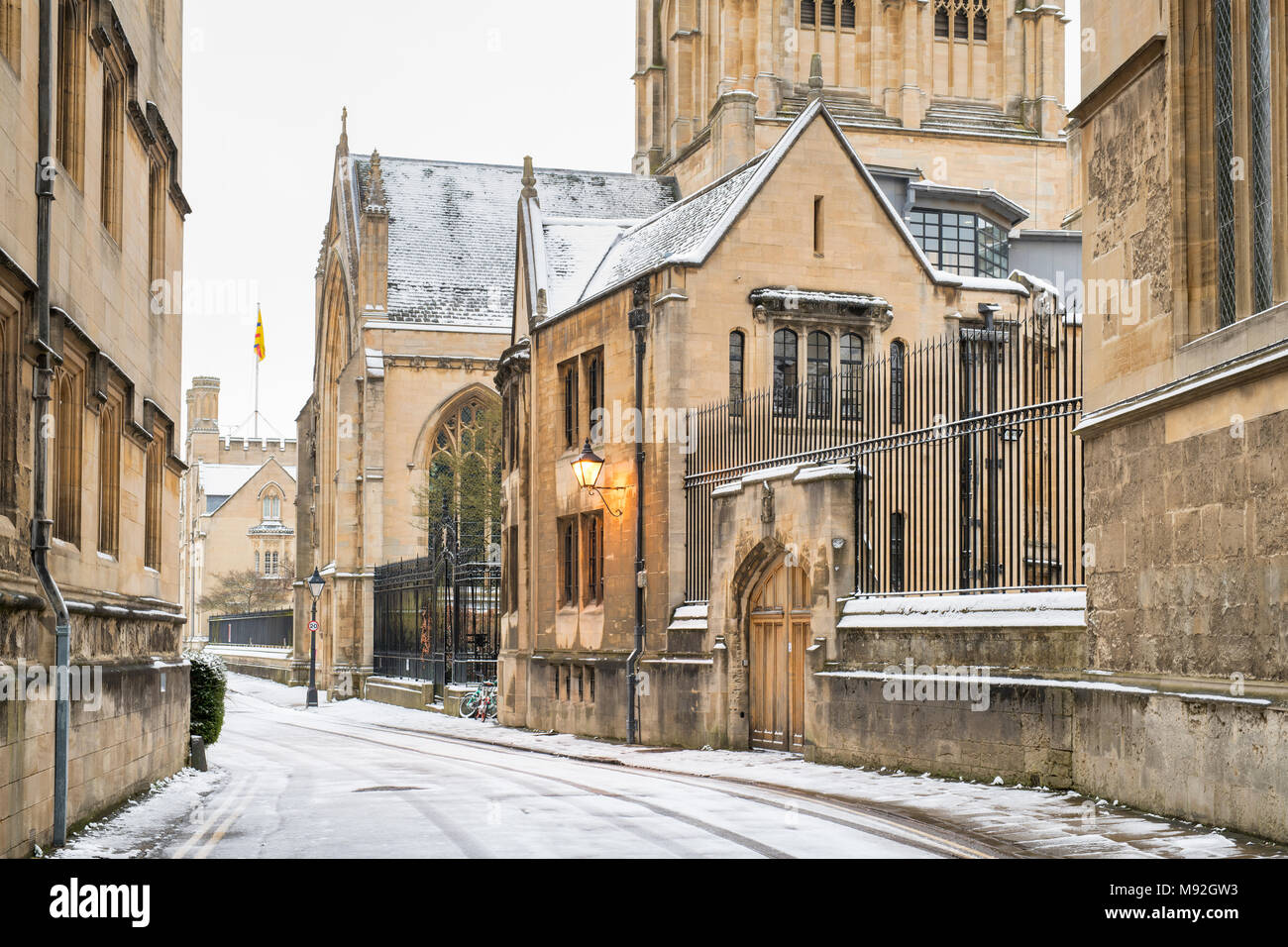Merton street in the early morning snow. Oxford, Oxfordshire, England - Stock Image