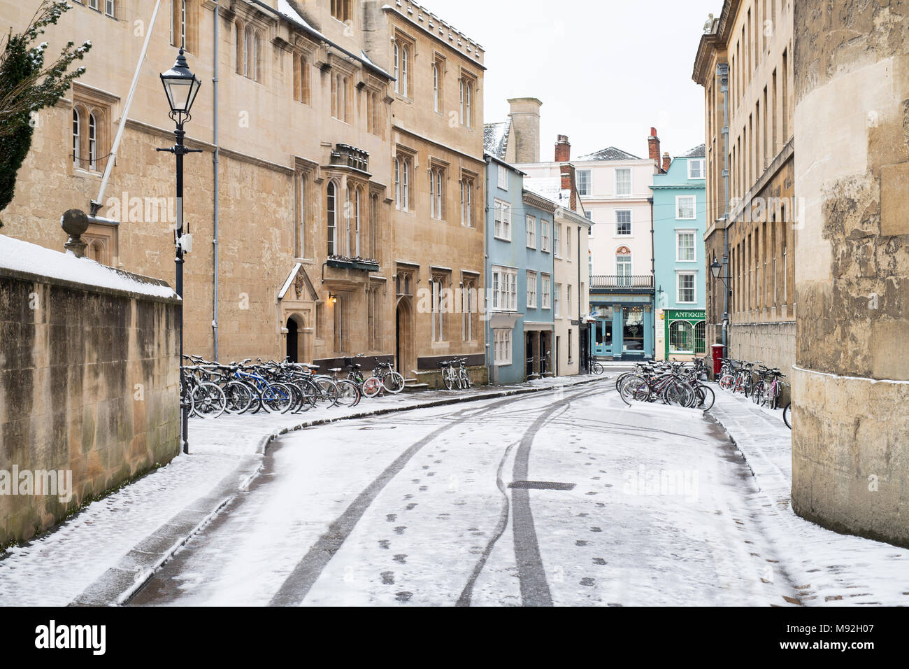 Queens lane in the early morning snow. Oxford, Oxfordshire, England - Stock Image