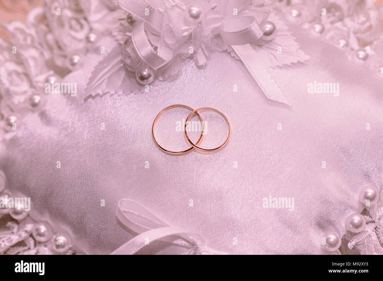 Pillow Wedding Ring Stock Photos & Pillow Wedding Ring Stock Images ...