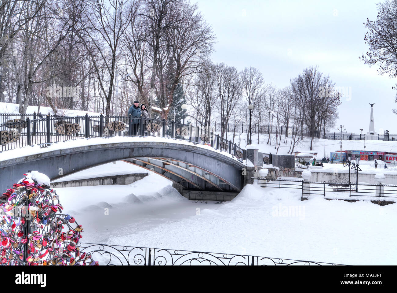 SMOLENSK, RUSSIA - March 08.2018: The territory of the Lopatinsky garden. Humpbacked bridge over the lake - Stock Image