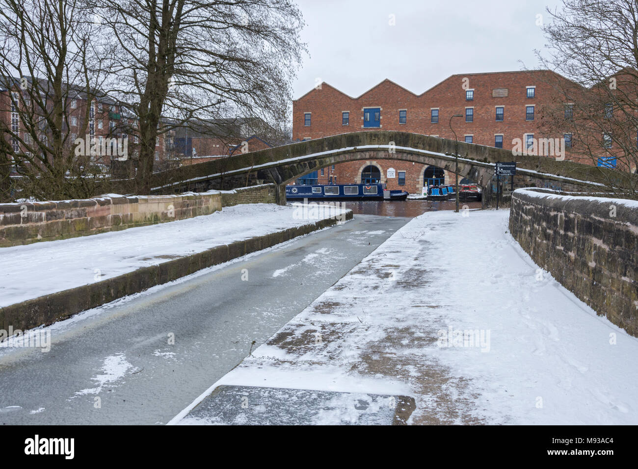 Dukinfield Aqueduct, which carries the Peak Forest canal over the river Tame at Portland Basin, Ashton-under-Lyne, Tameside, Manchester, England, UK - Stock Image