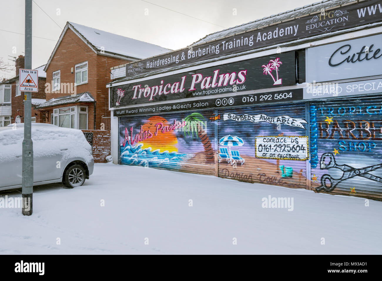 Tropical Palms tanning salon contrasting with with snow outside, Droylsden, Tameside, Manchester, England, UK - Stock Image