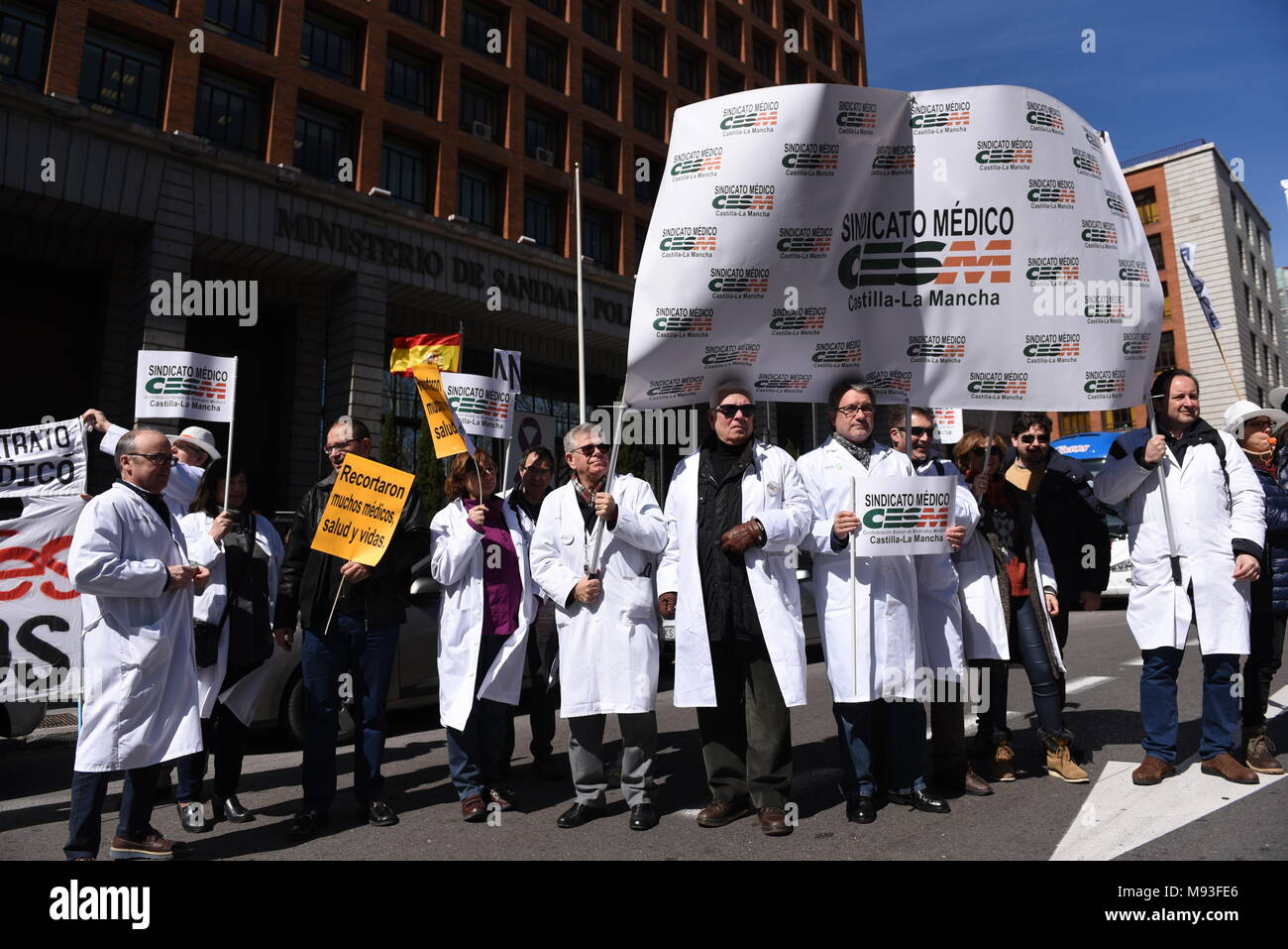 Madrid, Spain. 21st Mar, 2018. Spanish doctors protesting in Madrid against pay freezes, temporary contracts and spending cuts in the public health system. Credit: Jorge Sanz/Pacific Press/Alamy Live News - Stock Image