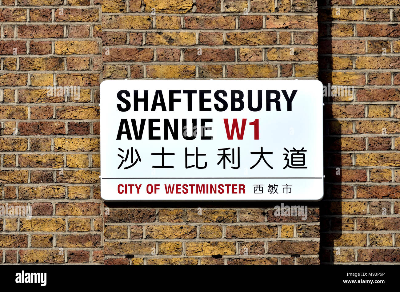 London, England, UK. Shaftesbury Avenue bilingual street sign in Chinatown - in English and Chinese - Stock Image
