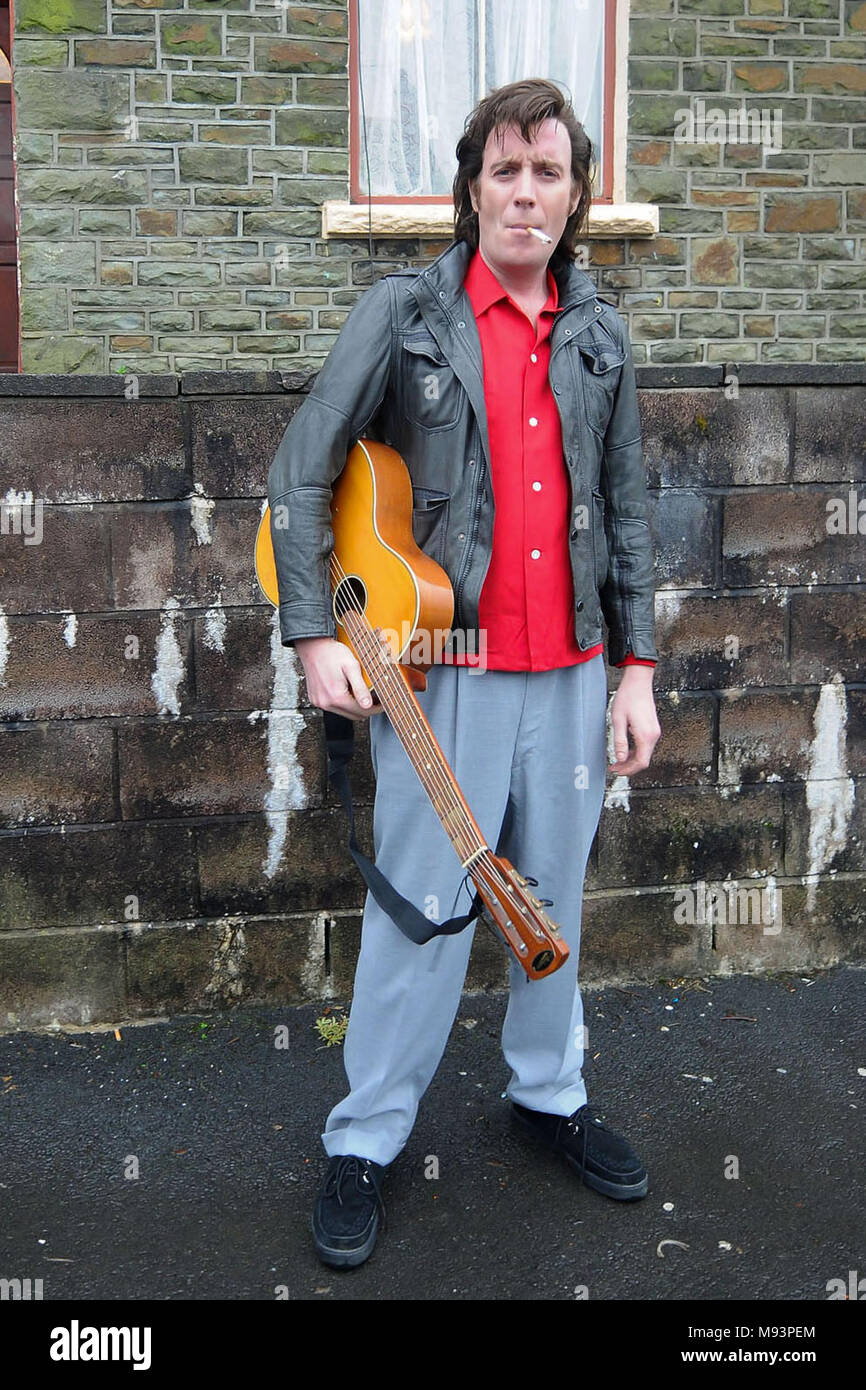 TREHAFOD, WALES - JANUARY 27: Rhys Ifans spotted filming for Mr Nice on January 27, 2009, in Trehafod, Wales. Mr. Nice is a biopic, directed by Bernard Rose, of former drug dealer Howard Marks. (Photo by Matthew Horwood) - Stock Image