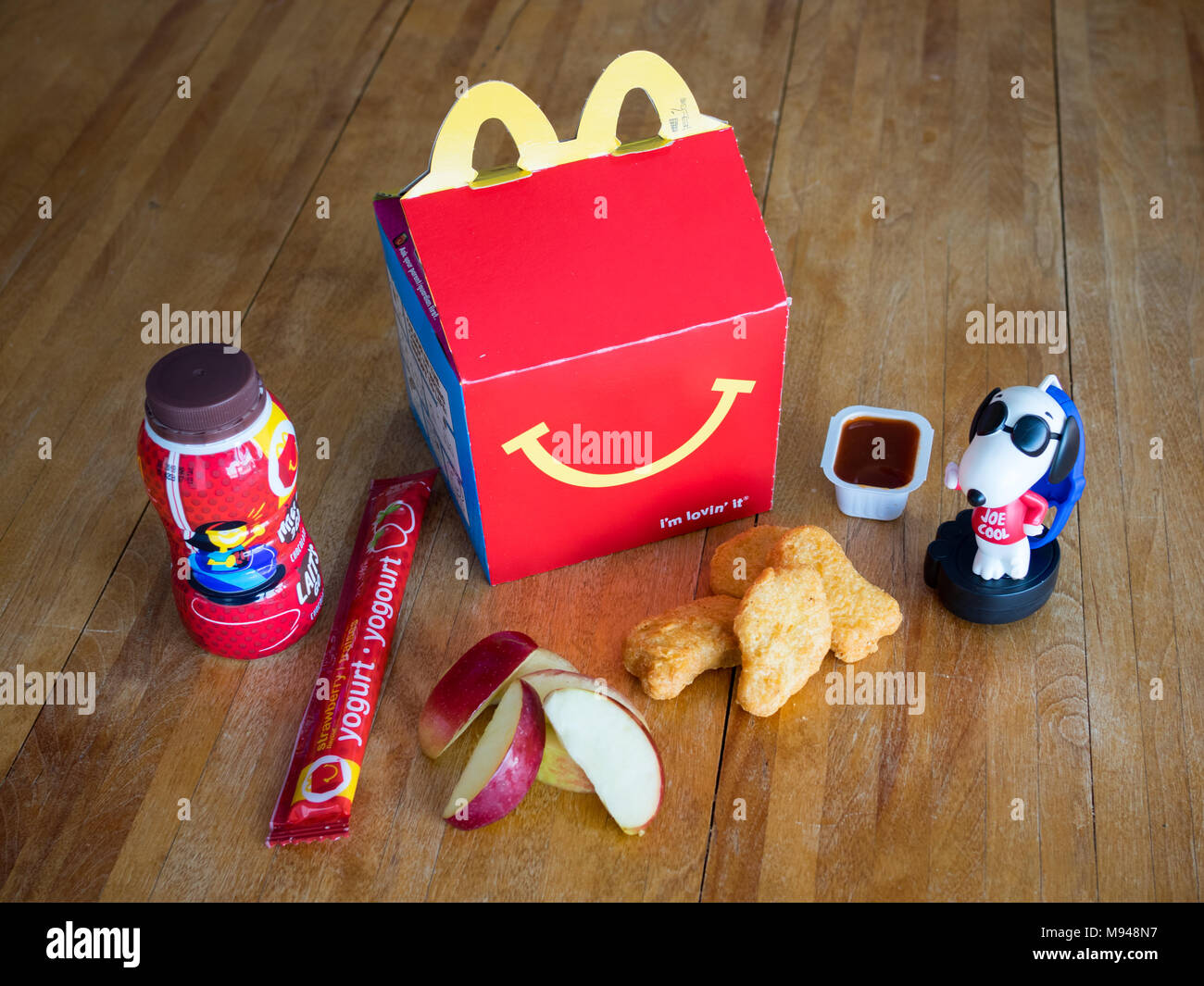Mcdonalds Happy Meal Stock Photos & Mcdonalds Happy Meal ...