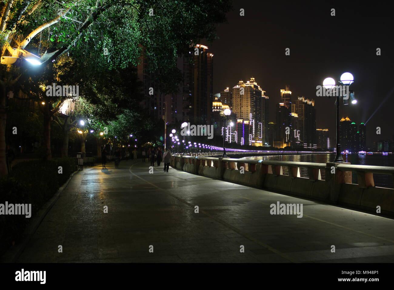 walkway along the Pearl River in downtown Guangzhou China - Stock Image