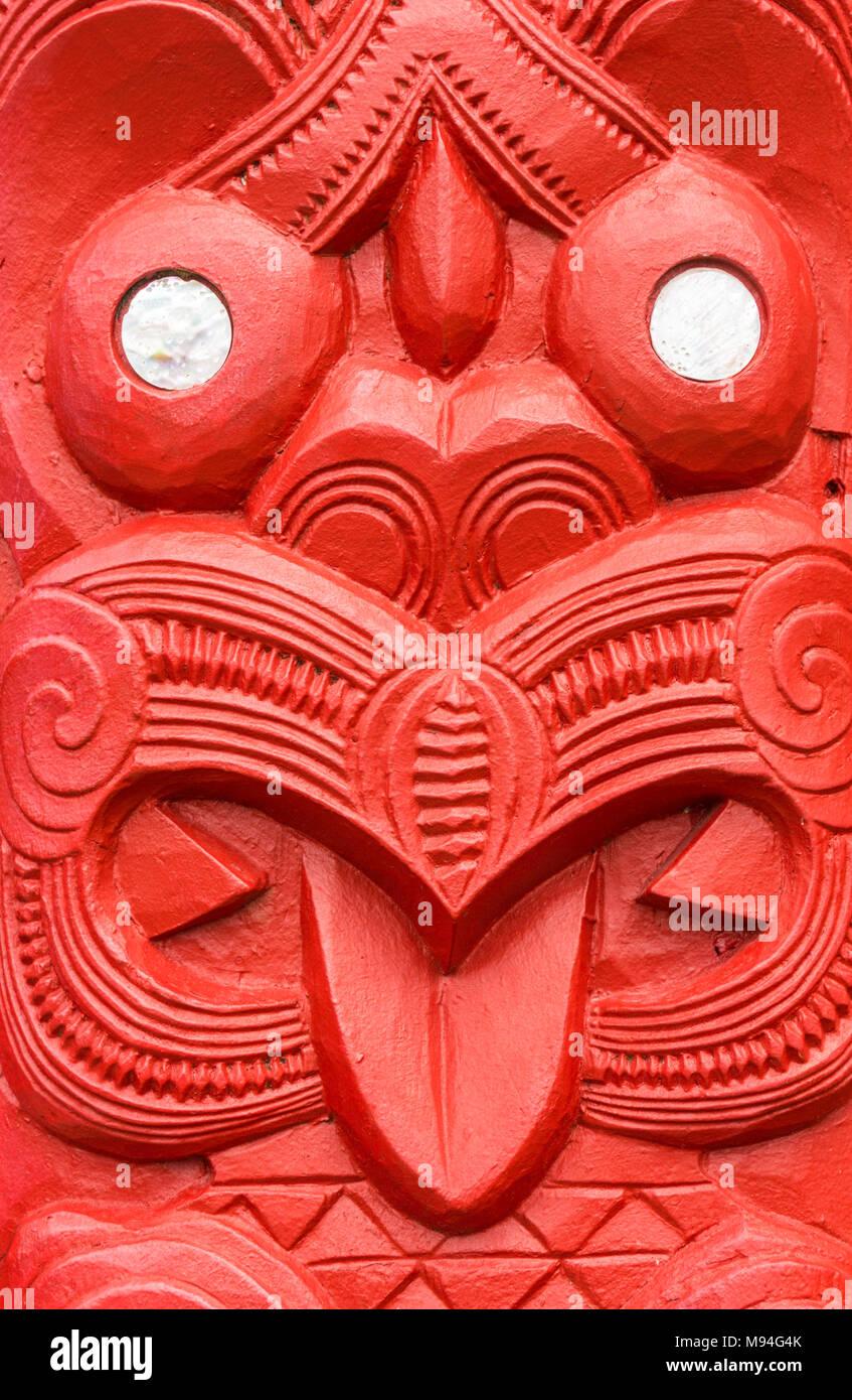 new zealand rotorua new zealand whakarewarewa red maori carving  mother of pearl decoration the meeting house wahiao rotorua new zealand north island - Stock Image