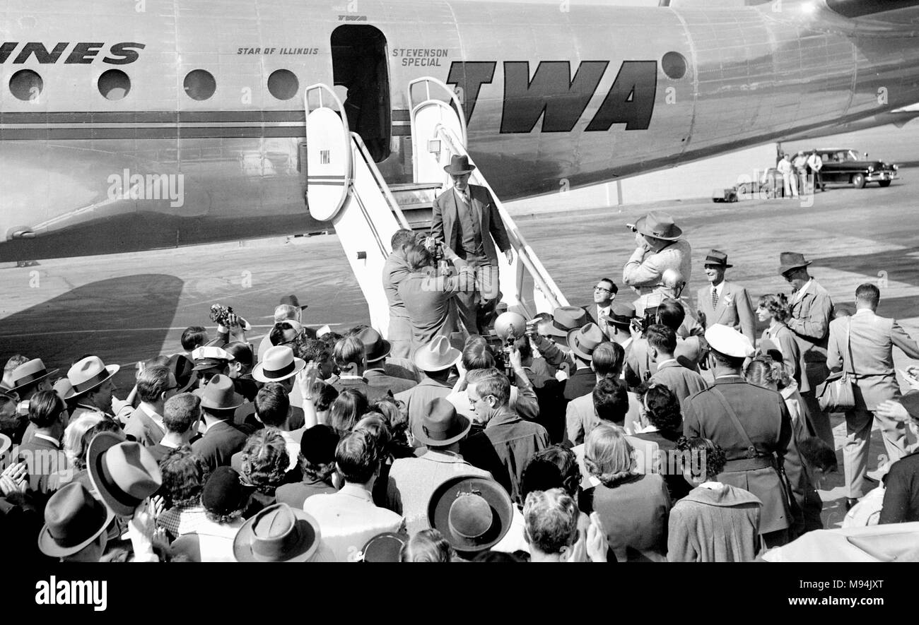 Democeatic presidential candidate Adlai Stevenson arrives to campaign in Kansas City, Missouri in 1952. Stock Photo