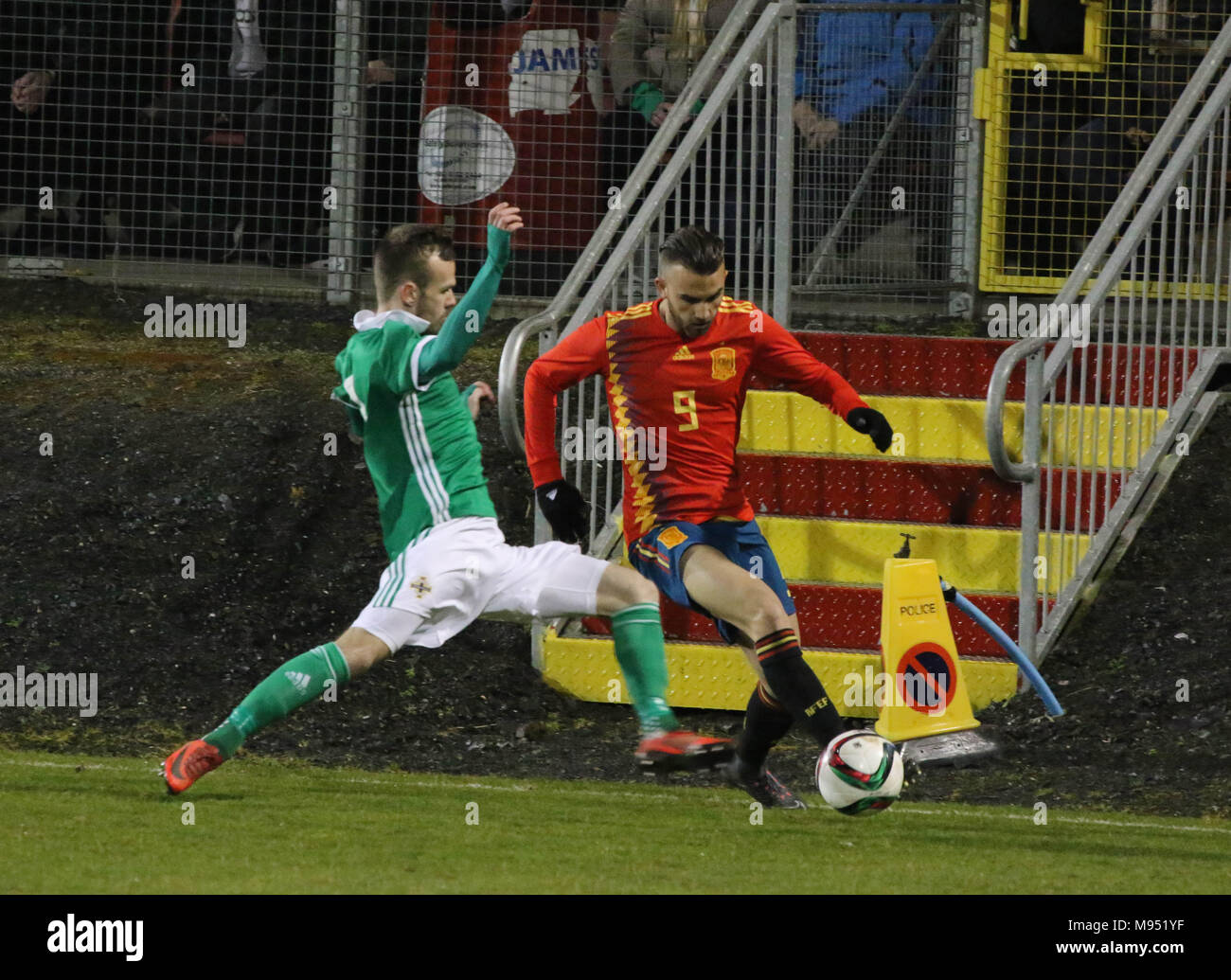 Shamrock Park, Portadown, Northern Ireland UK. 22 March 2018. International football - 2019 UEFA Under 21 Championship Qualifier - Group 2 - Northern Ireland v Spain. Spain's Borja Mayoral (9) and Northern Ireland's Cameron Dummigan (2). Credit: David Hunter/Alamy Live News. - Stock Image