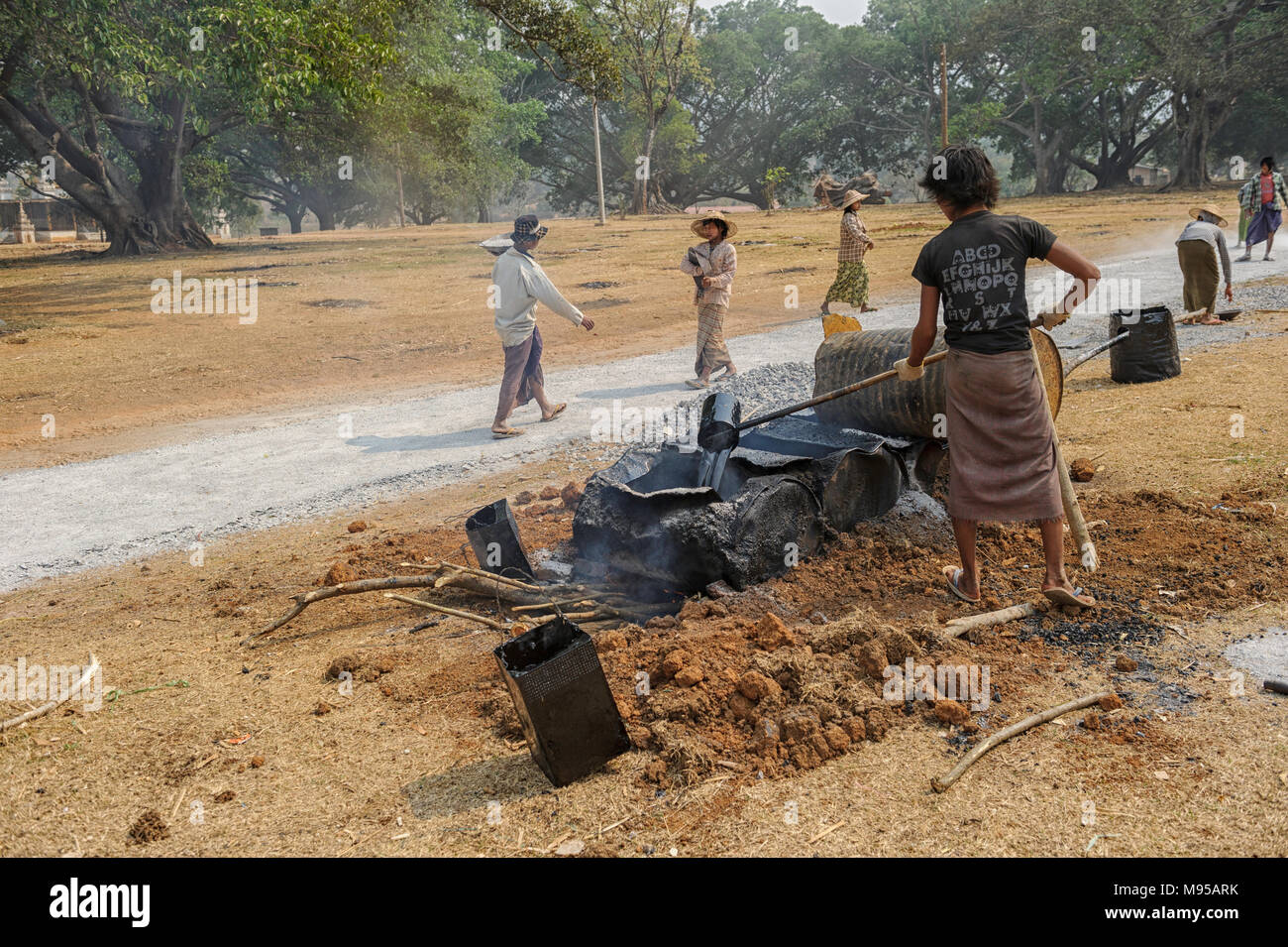 Road construction crew in Pindaya, Shan, Myanmar (Burma) - Stock Image