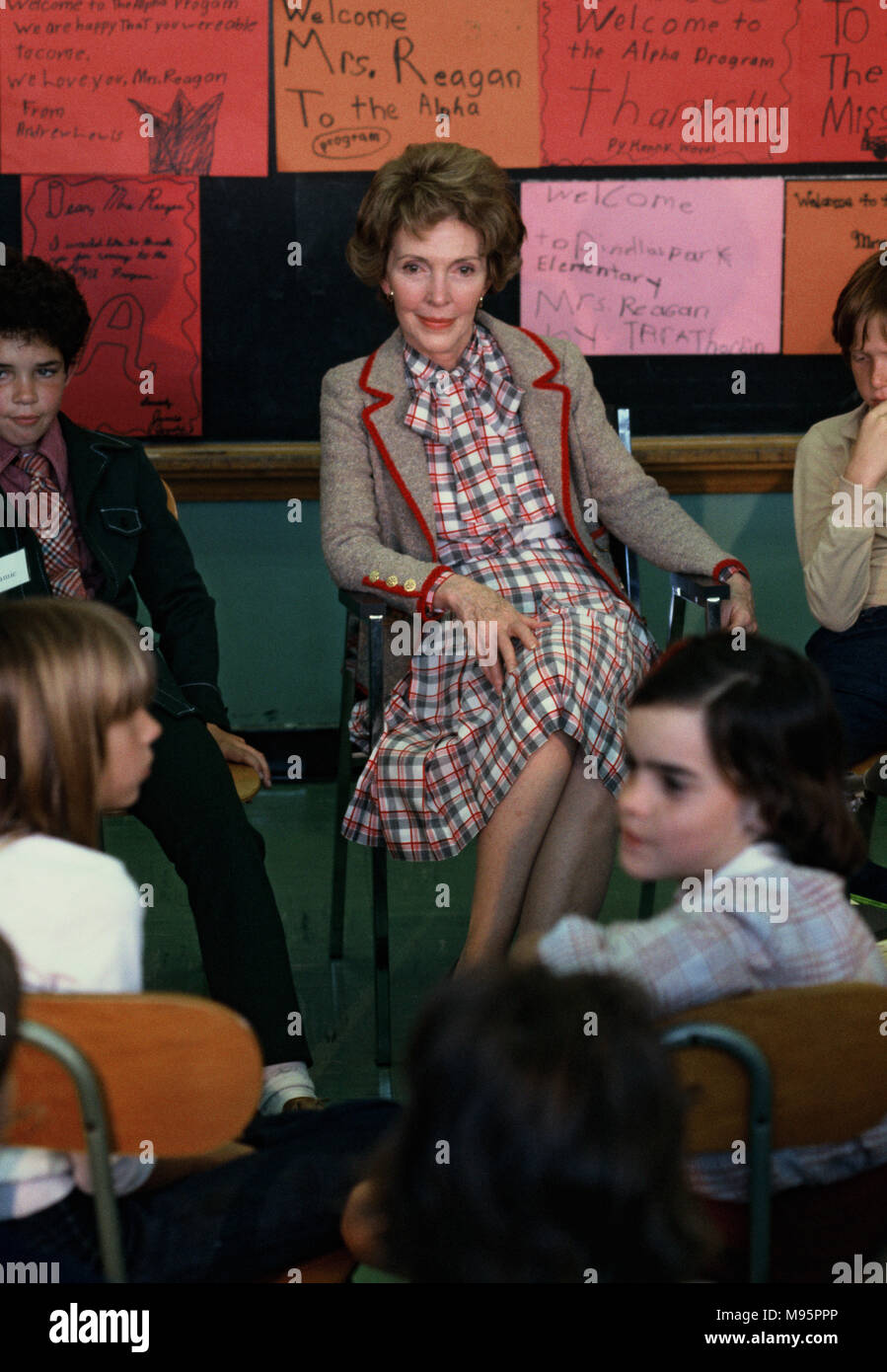 "First Lady Nancy Reagan talking with a class in February 1982.  This is part of an anti dug campaign , :Just Say No""   Photograph by Dennis Brack - Stock Image"