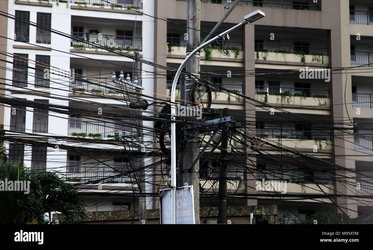 Mixed Eletricity lines in installations in the city of Bangkok in Thailand, Asia - Stock Image