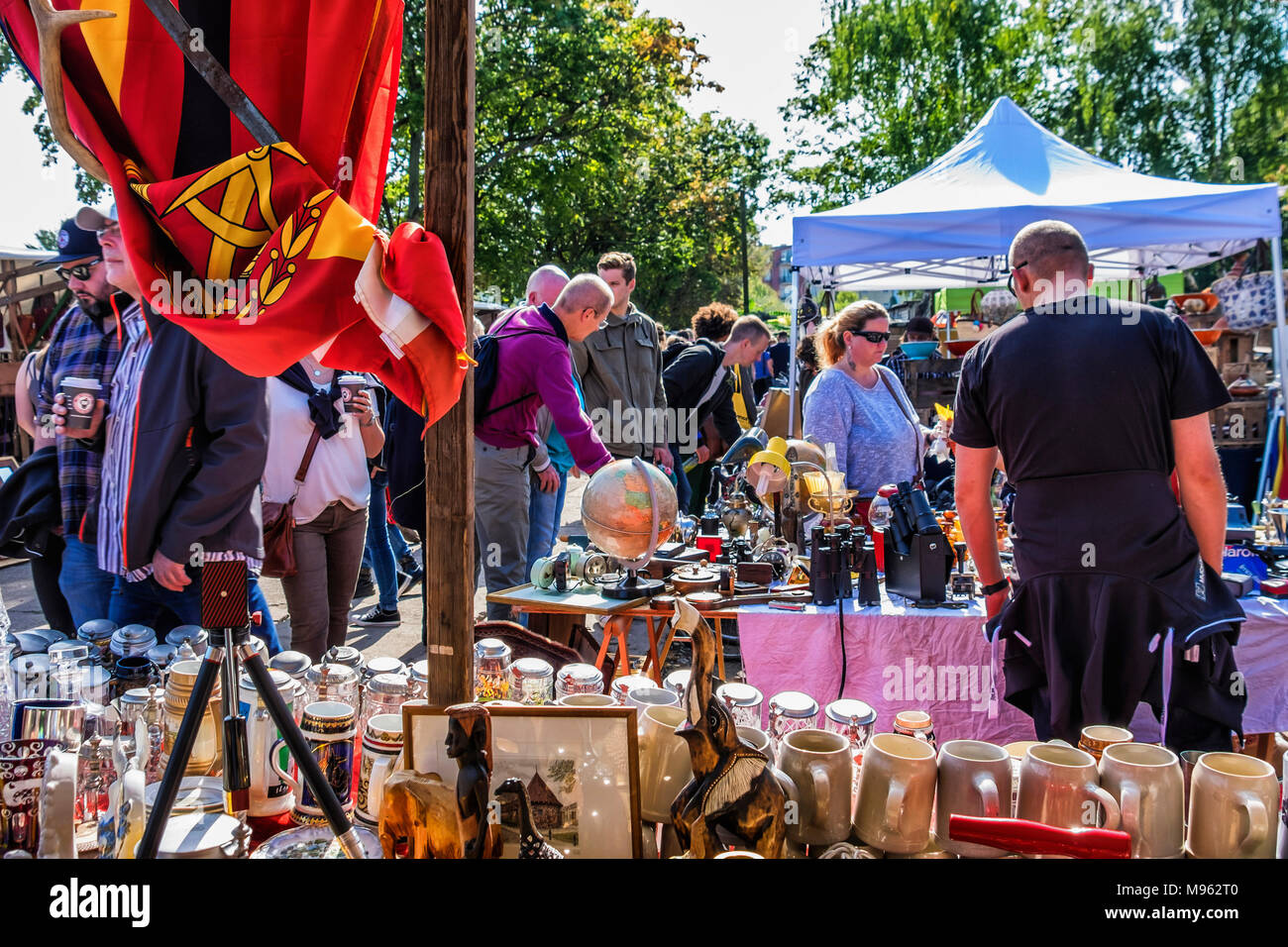 Berlin Mitte, Mauerpark Sunday market.People visit stalls selling collectibles,bric-a-brac,second hand goods,vintage items - Stock Image