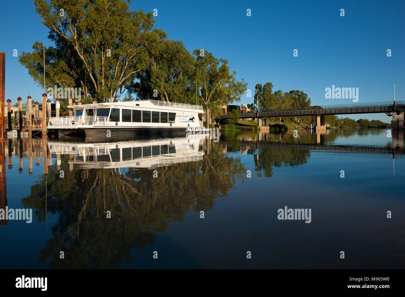 Wentworth River Cruise boat, moored at Wentworth Wharf on the Darling River. - Stock Image