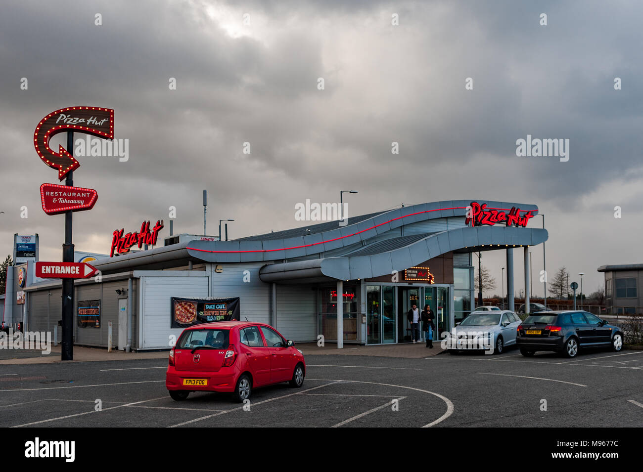Fast Food Restaurant Pizza Hut At Arena Retail Park Coventry West Midlands Uk With Copy Space Stock Photo Alamy