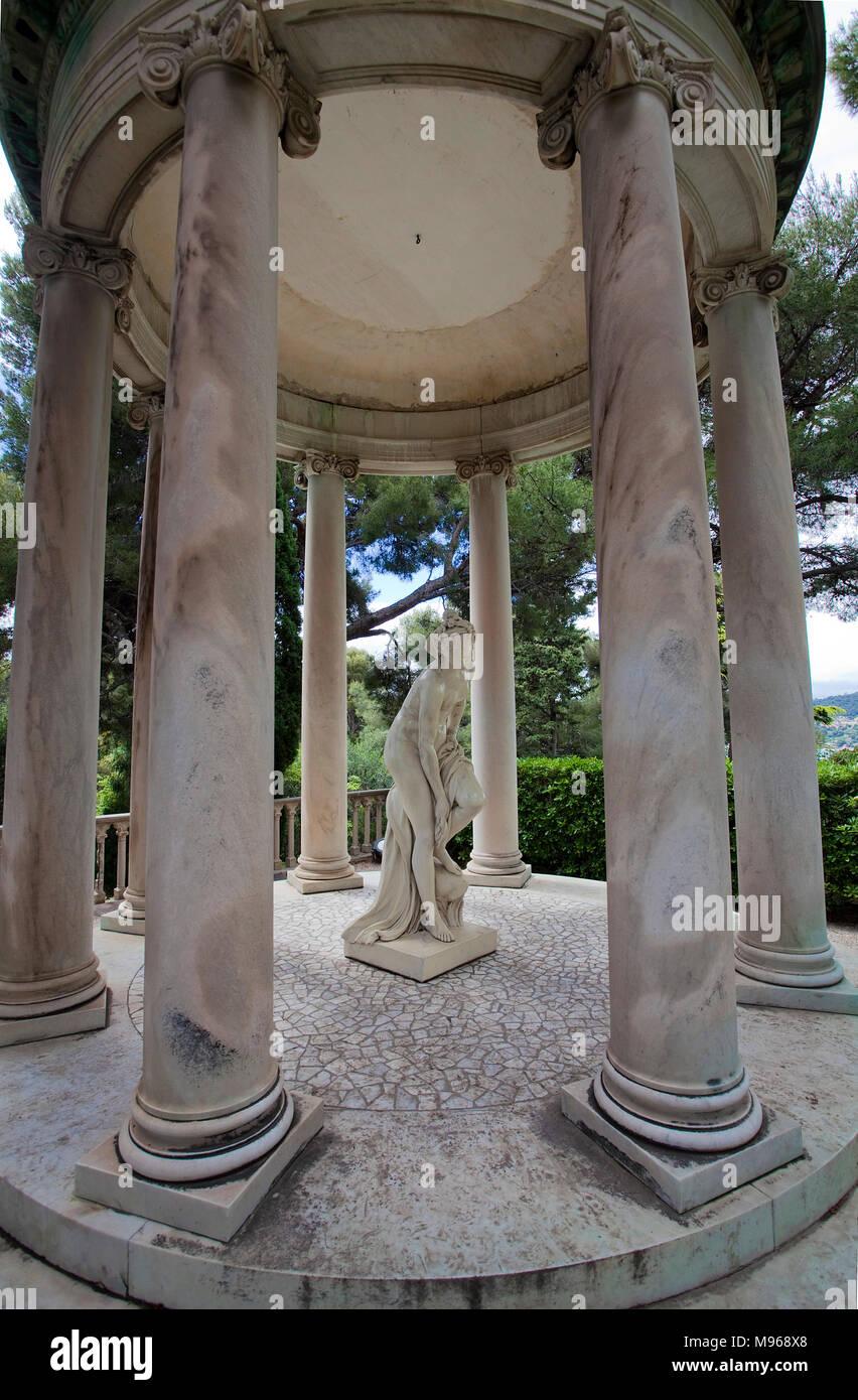 Statuary in a pavilion at garden of Villa Ephrussi de Rothschild, tuscan architecture at Cape Ferrat, South France, Var, Cote Azur, France, Europe - Stock Image