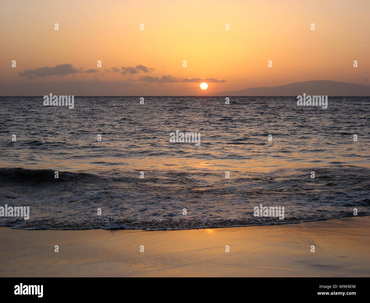 Sunset in Maui over the Pacific Ocean - Stock Image