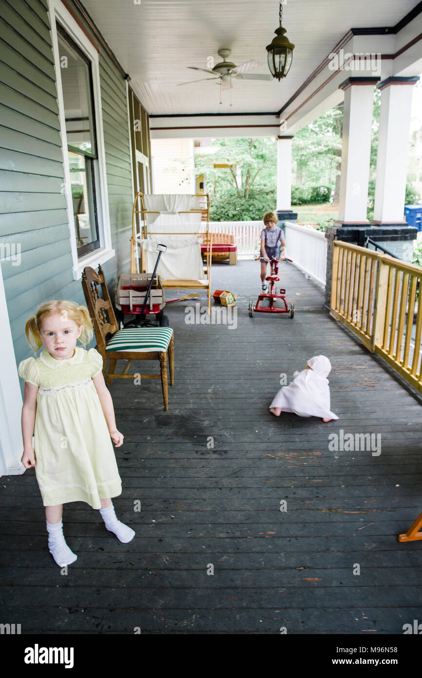 Children playing on porch - Stock Image