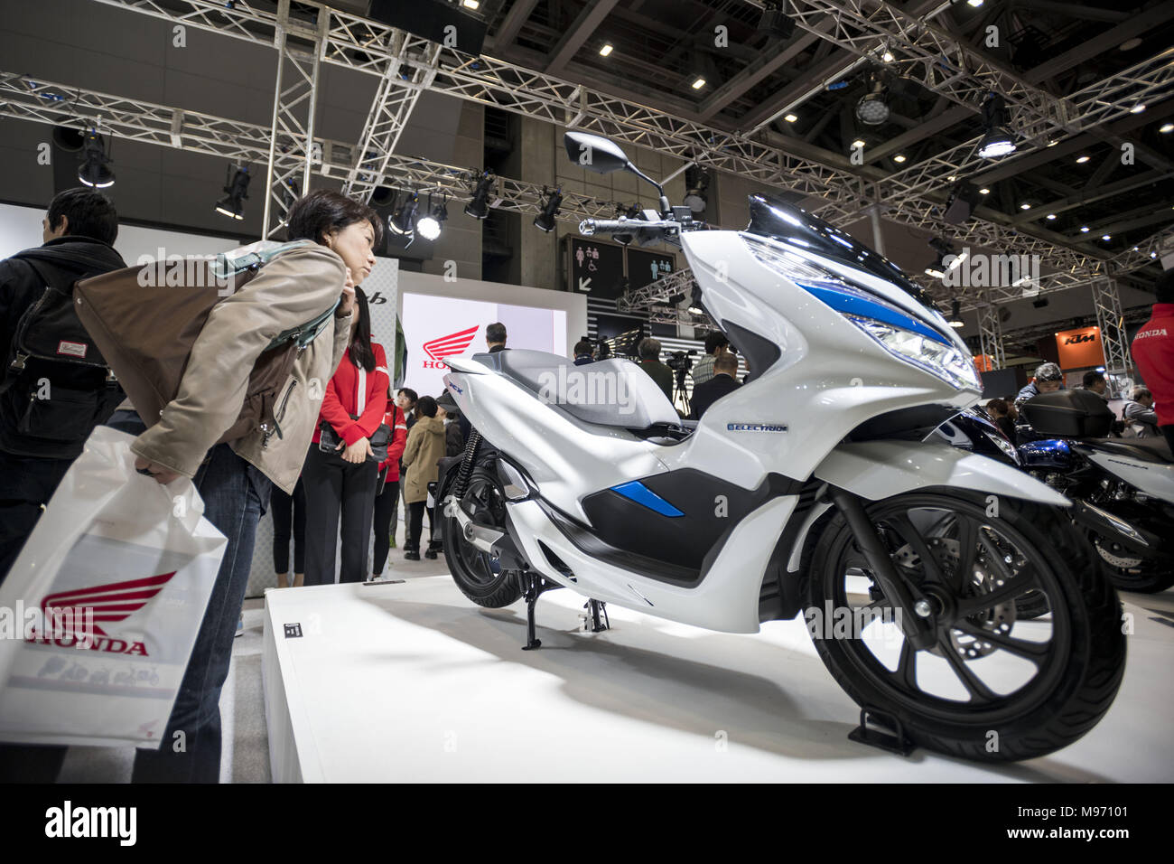 Tokyo Tokyo Japan 23rd Mar 2018 A Visitors Looks At A Honda Pcx Electric Scooter During