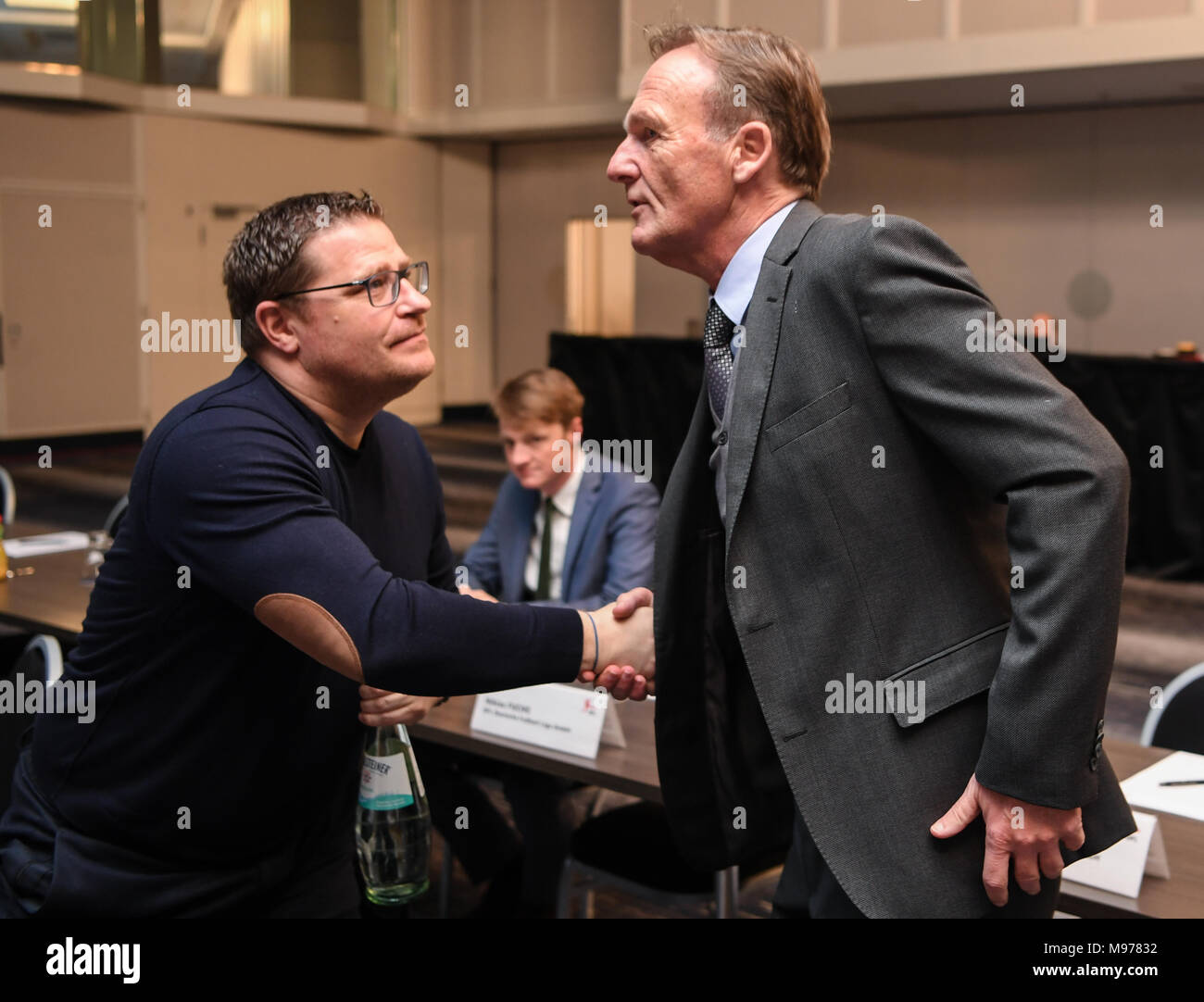 22 March 2018, Germany, Frankfurt/Main: Max Eberl (l), sports director of Borussia Moenchengladbach, and Hans-Joachim Watzke, director of Borussia Dortmund, speak at a members' assembly of the German Soccer League (DFL). Photo: Arne Dedert/dpa - Stock Image
