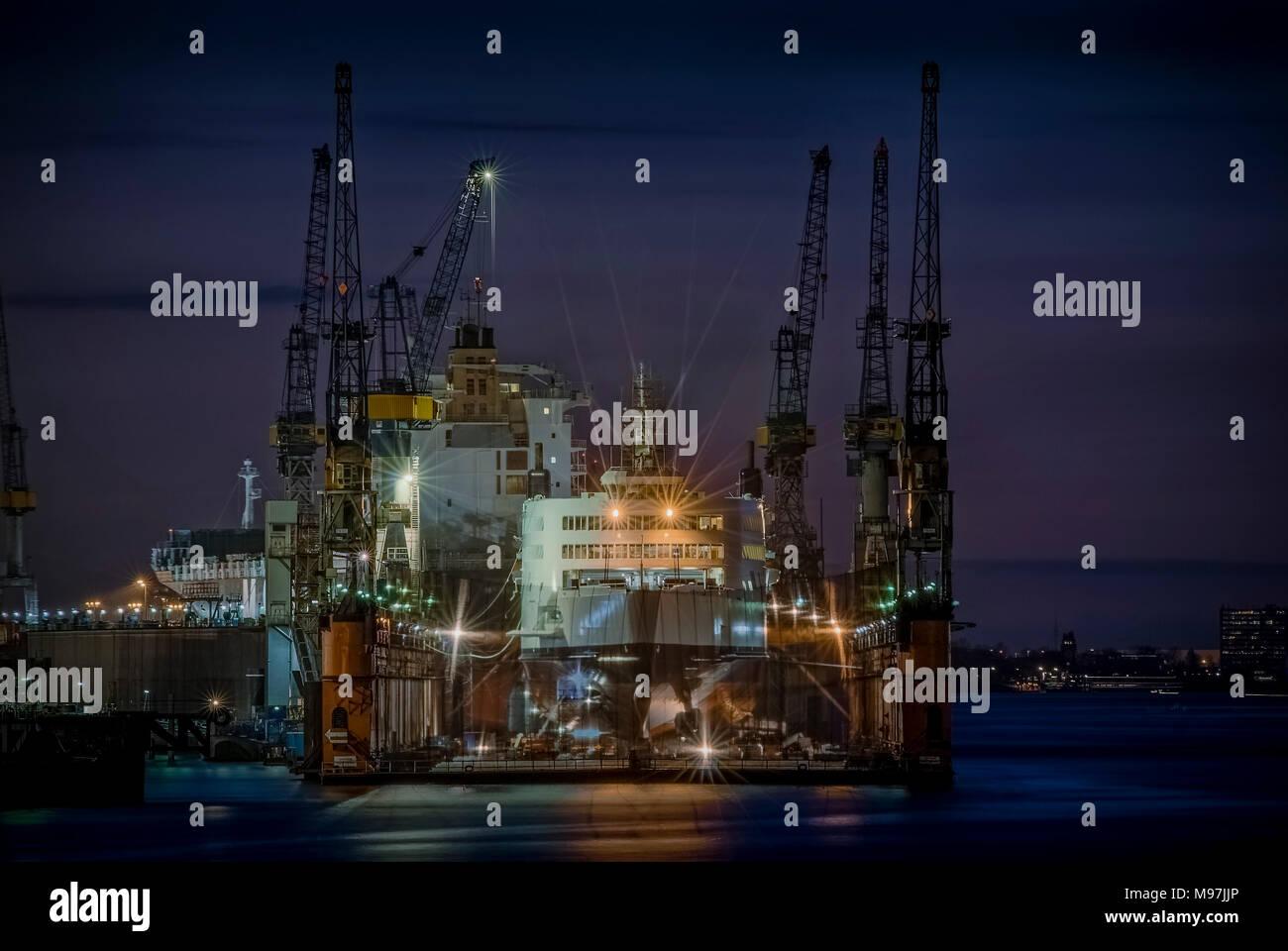 Deutschland, Hamburg, Landungsbrücken, Blohm und Voss, Trockendock, 'Ocean Cosmos' - Stock Image