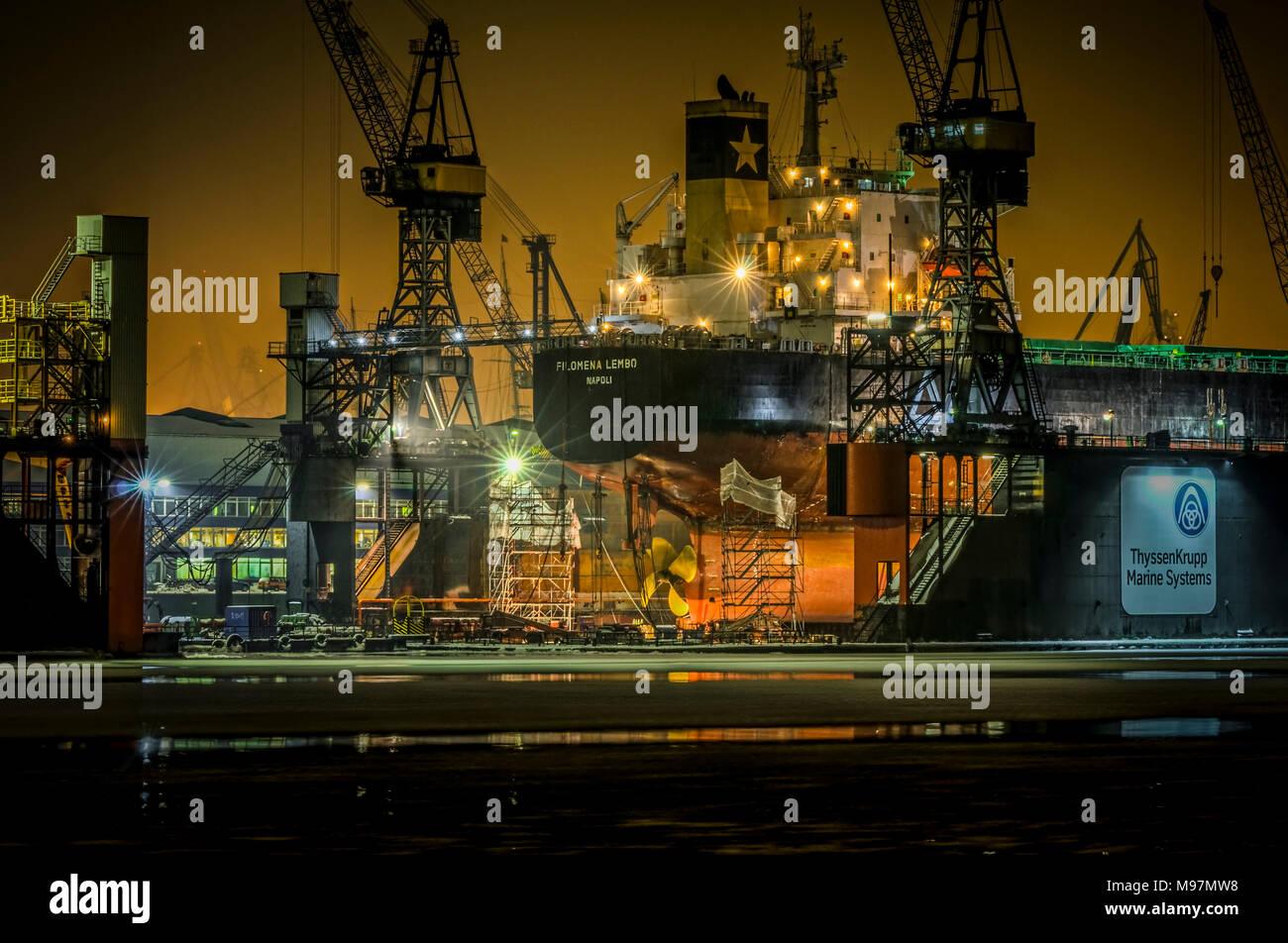 Deutschland, Hamburg, Altona, Elbe, Hafen,  Fischmarkt, Blohm und Voss, Trockendock, Dock 11, Eisgang, Tanker - Stock Image