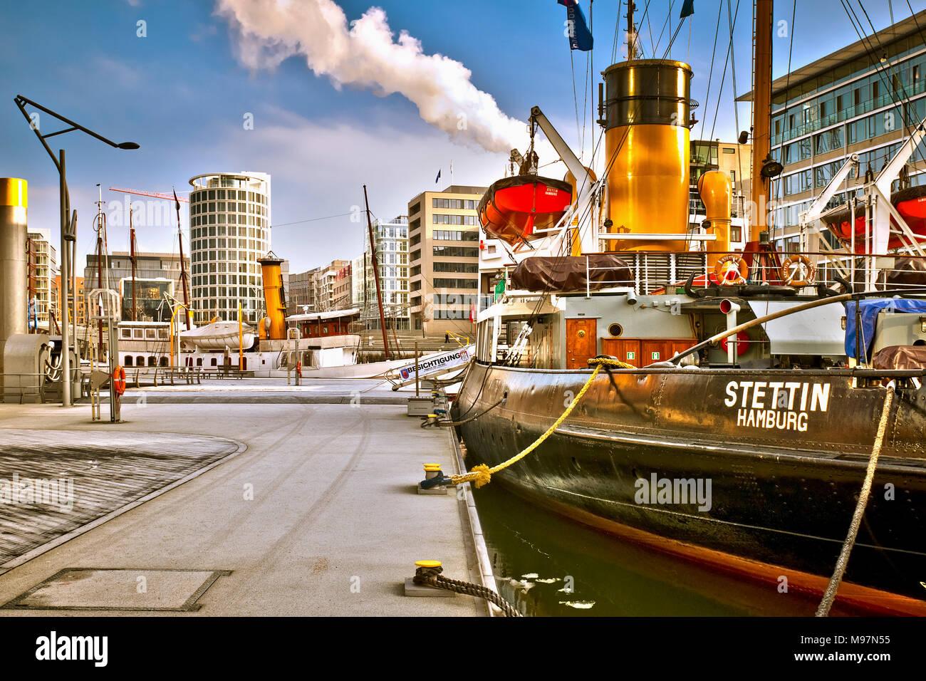 Deutschland, Hamburg, Hafencity, Sandtorkai, Sandtorhafen, Dalmannkai, Magellan-Terrassen, Architekur, Historisches Schiff, Stettin - Stock Image