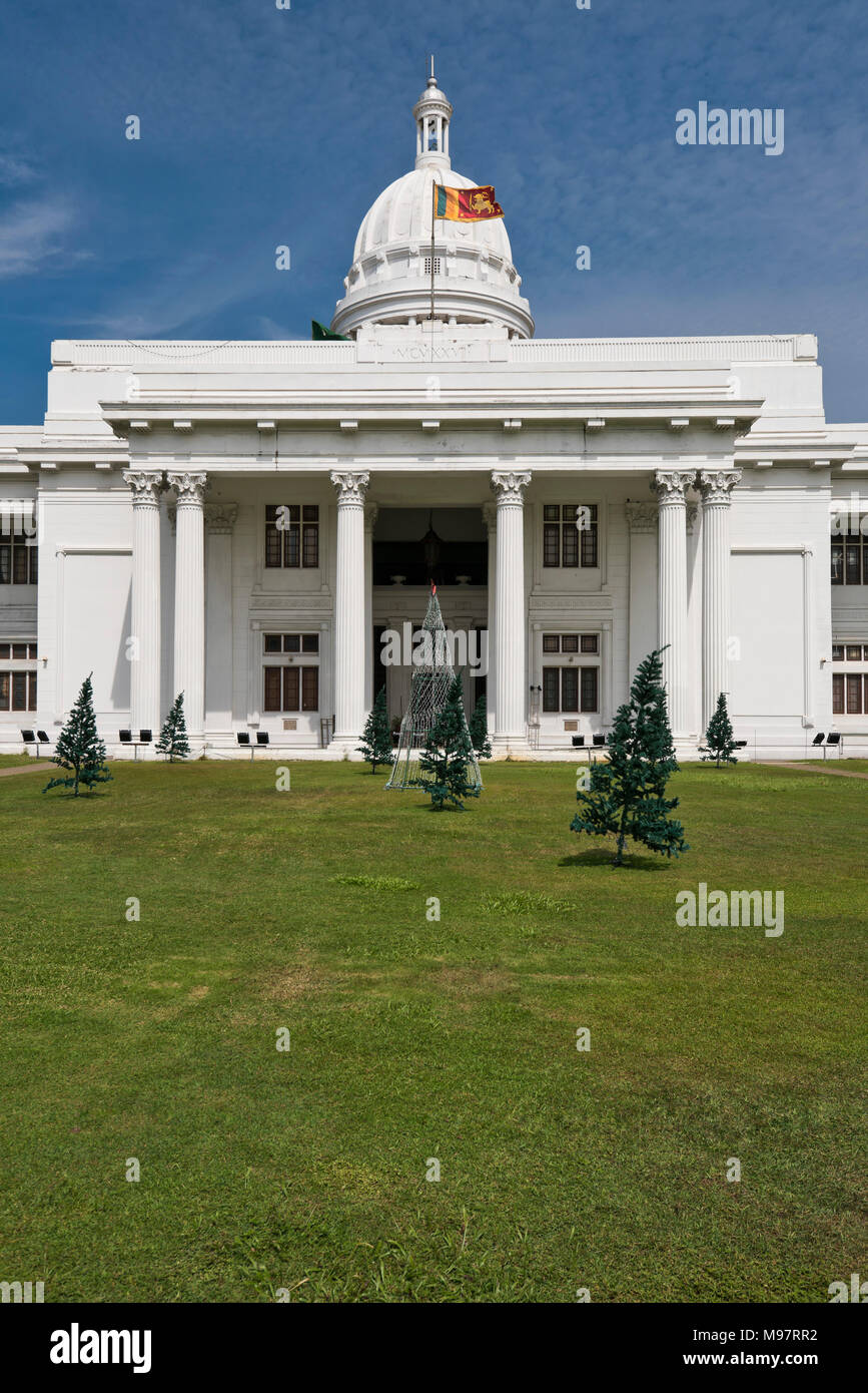 Vertical view of the Colombo Town Hall, aka the White House, in Colombo Sri Lanka. - Stock Image