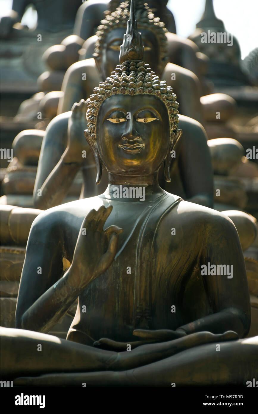 Vertical view of the Buddhas adorning the Gangaramaya Temple in Colombo, Sri Lanka. - Stock Image