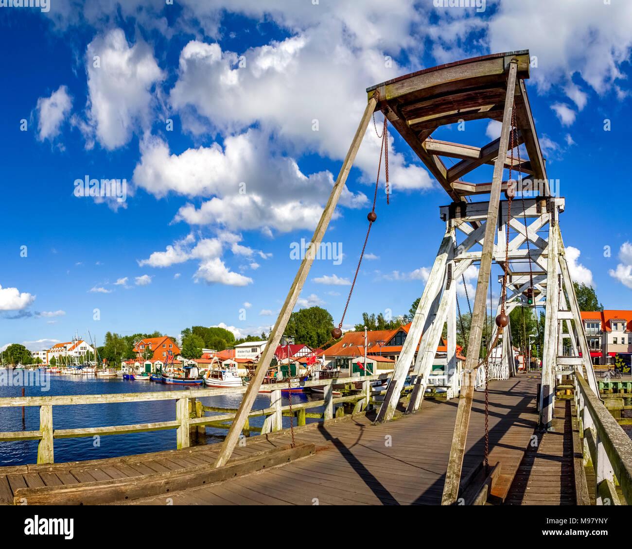 Germany, Mecklenburg-Western Pomerania, Greifswald, Wiecker bridge, wooden bascule bridge, river Ryck - Stock Image