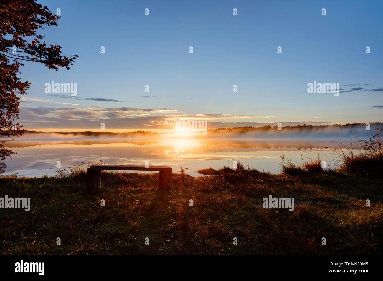 Sonnenaufgang, Kirchsee, bei Sachsenkam, Oberbayern, Bayern, Deutschland - Stock Image