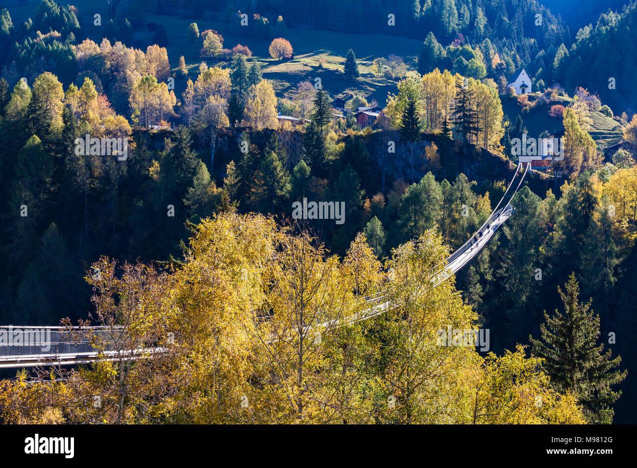 Schweiz, Kanton Wallis, Goms, bei Bellwald, Goms Bridge über Lamma-Schlucht, Hängebrücke zwischen Fürgangen und Mühlebach, Fußgängerbrücke, Brücke, fr - Stock Image