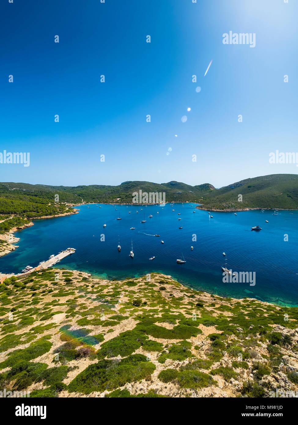 Spanien, Balearen, Mallorca, Colònia de Sant Jordi, Parque Nacional de Cabrera, Cabrera-Nationalpark, Cabrera-Archipel, Hafen und Lagune von Cabrera - Stock Image