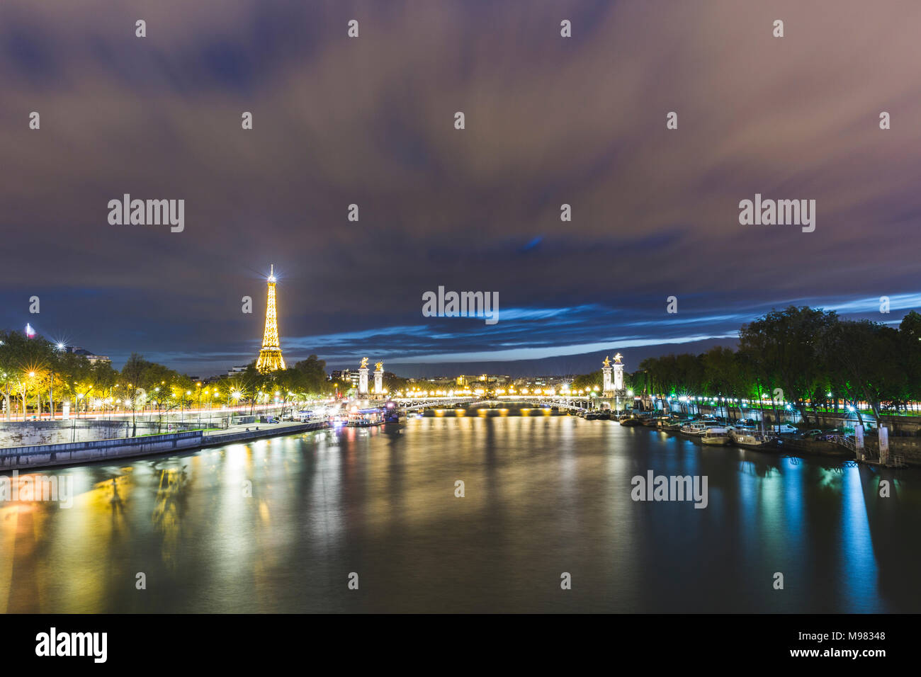France, Ile-de-France, Paris, panoramic view of the city at night - Stock Image