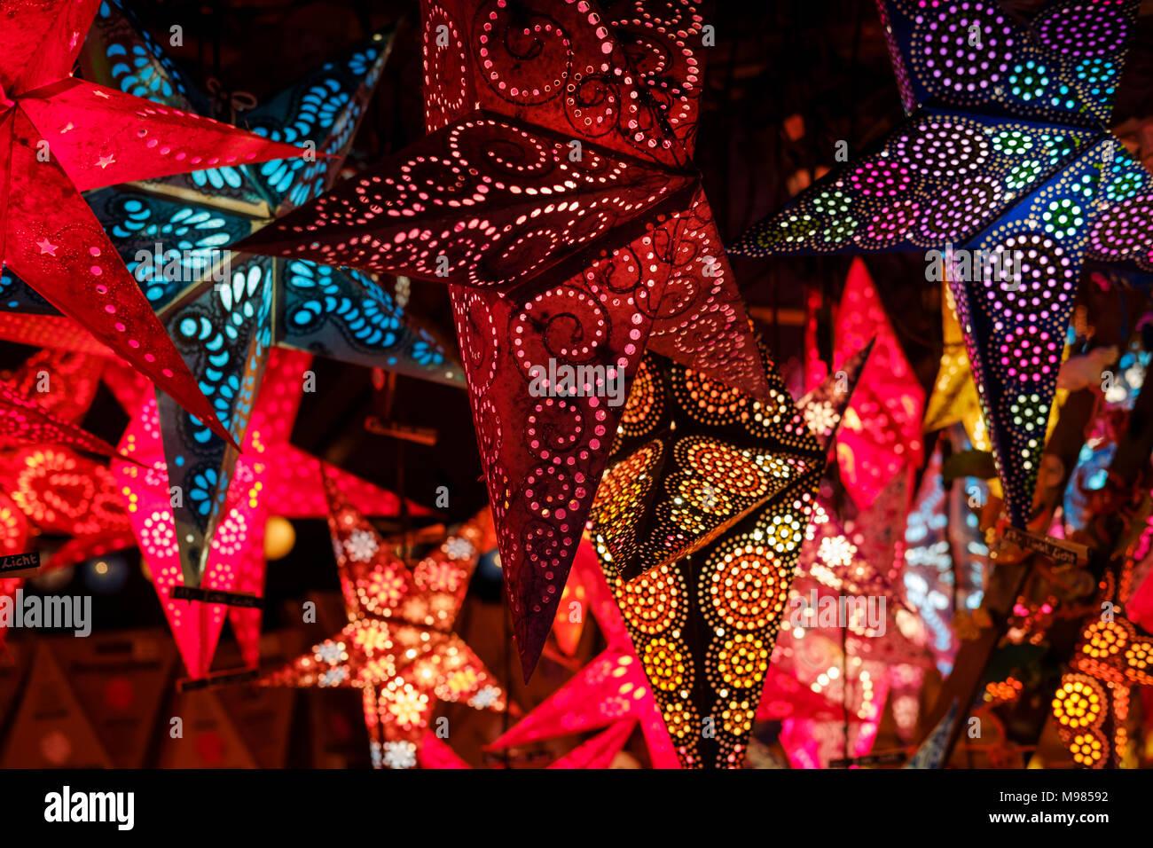 leuchtende Sterne, Christkindlesmarkt, Augsburg, Schwaben, Bayern, Deutschland - Stock Image