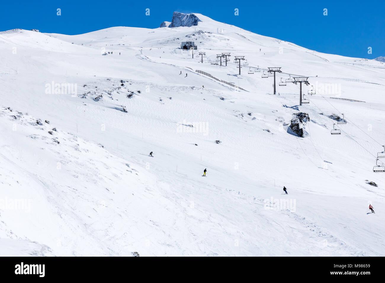 Sierra Nevada ski resort. People practicing snow sports. - Stock Image