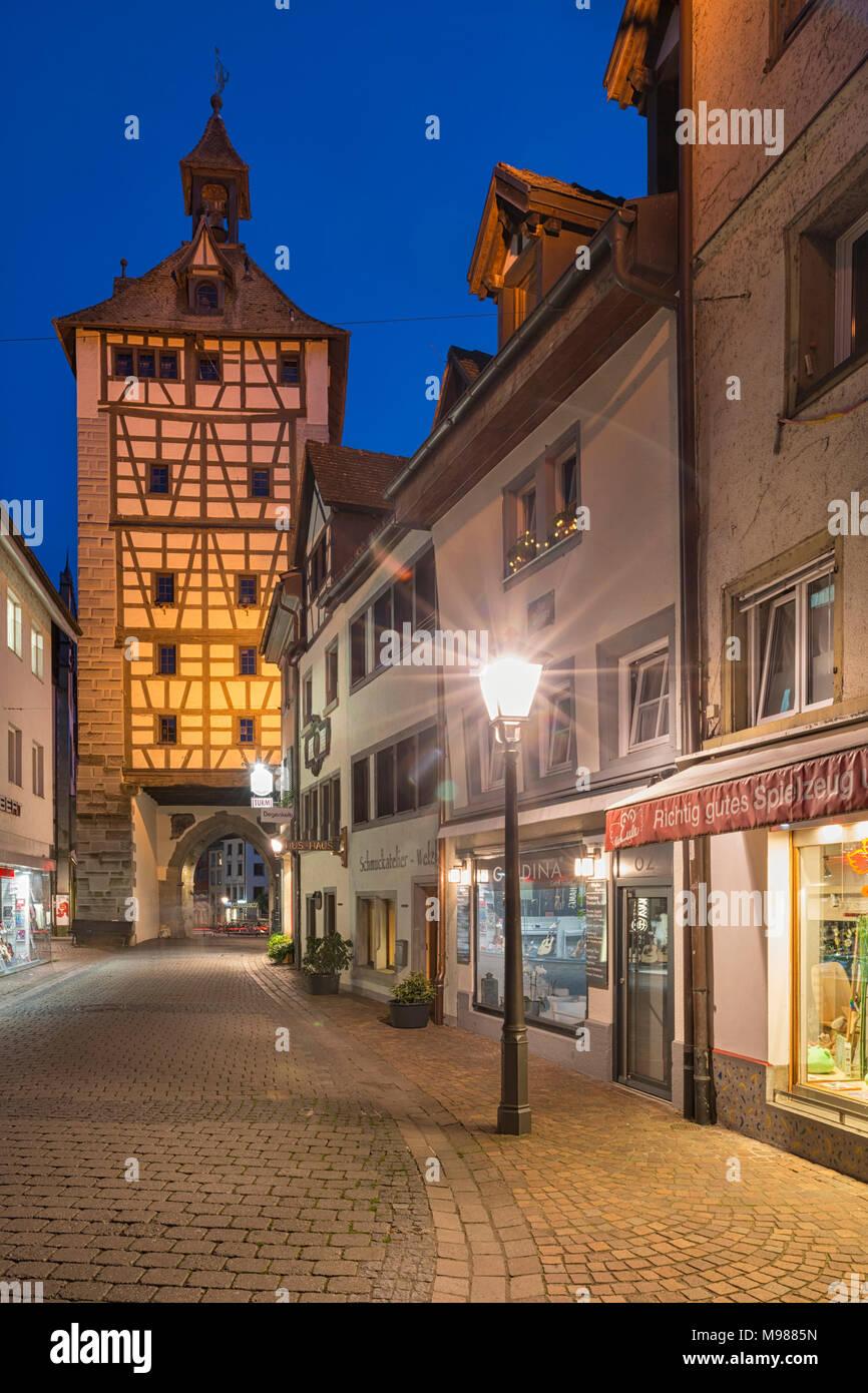 Deutschland, Baden-Württemberg, Bodensee, Konstanz, Schnetztor bei Nacht - Stock Image