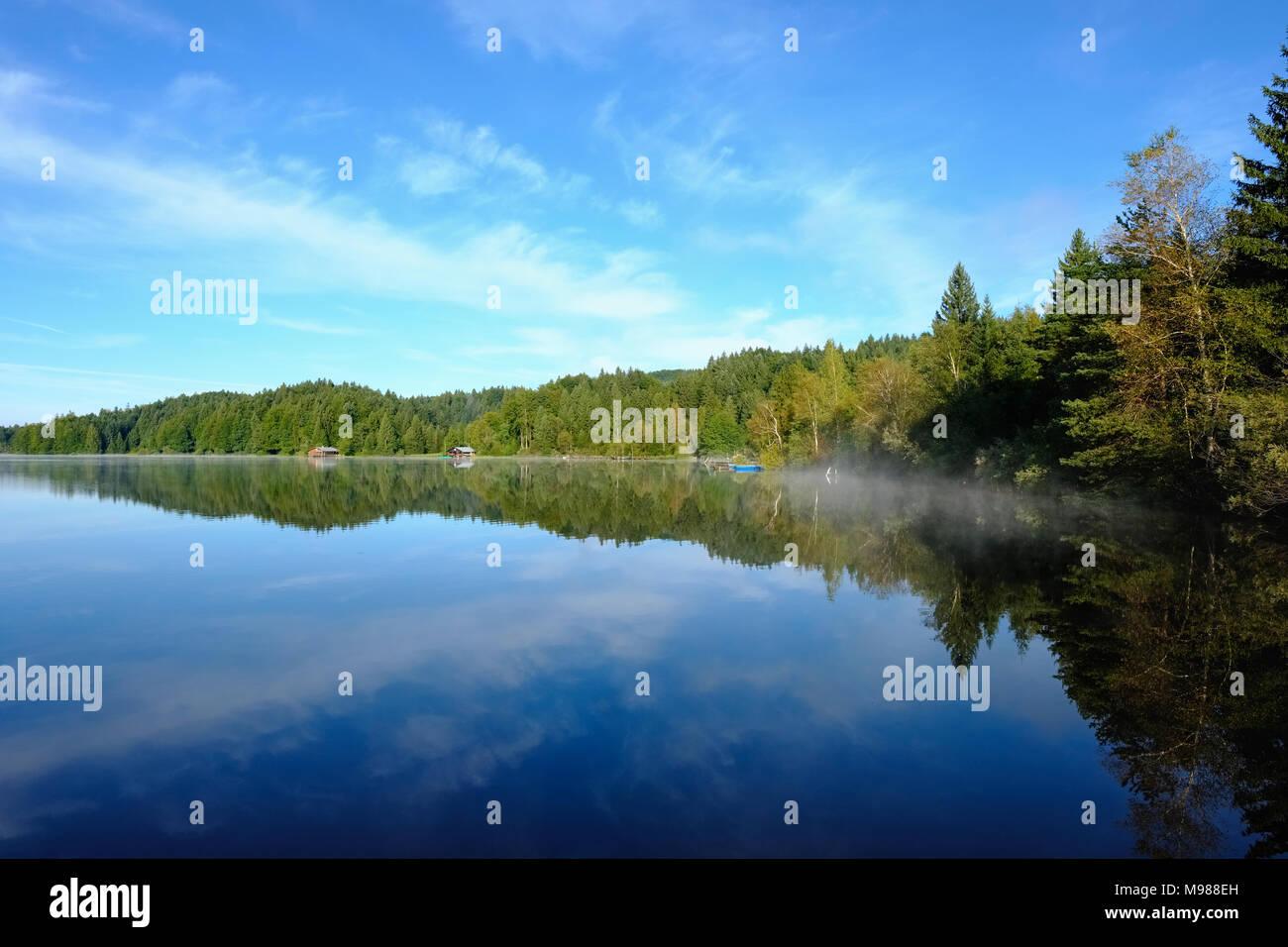 Kirchsee bei Sachsenkam, Tölzer Land, Oberbayern, Bayern, Deutschland - Stock Image
