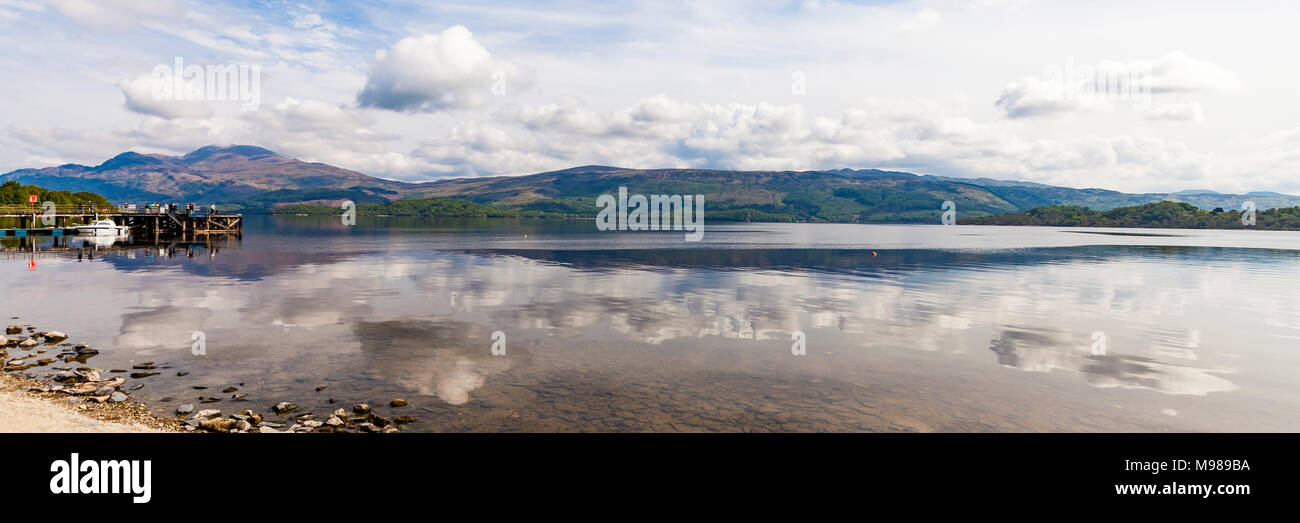 Schottland, Nationalpark Loch Lomond and the Trossachs, Loch Lomond, Luss, See, Anlegesteg, Steg - Stock Image