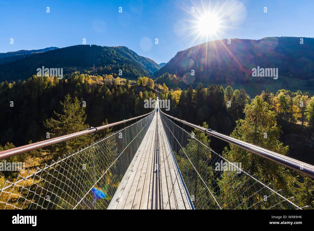 Schweiz, Kanton Wallis, Goms, bei Bellwald, Goms Bridge über Lamma-Schlucht, Hängebrücke zwischen Fürgangen und Mühlebach, Fußgängerbrücke, Brücke, fr Stock Photo