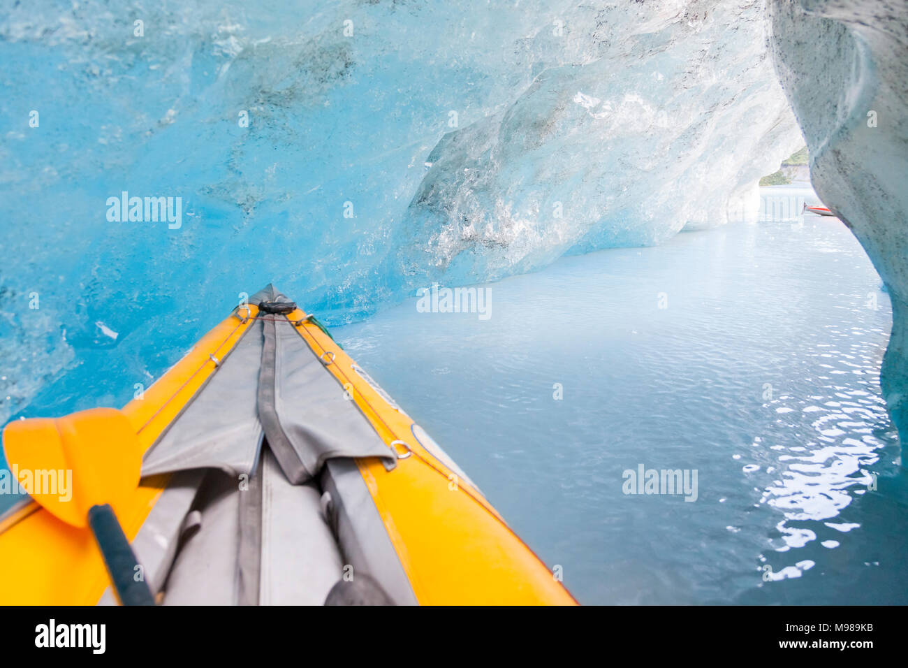 USA, Alaska, Valdez-Glacier, kajak in ice cave - Stock Image