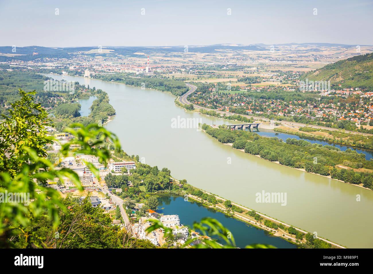 Blick auf Donau und Langenzersdorf vom Leopoldsberg , Niederösterreich, Österreich - Stock Image